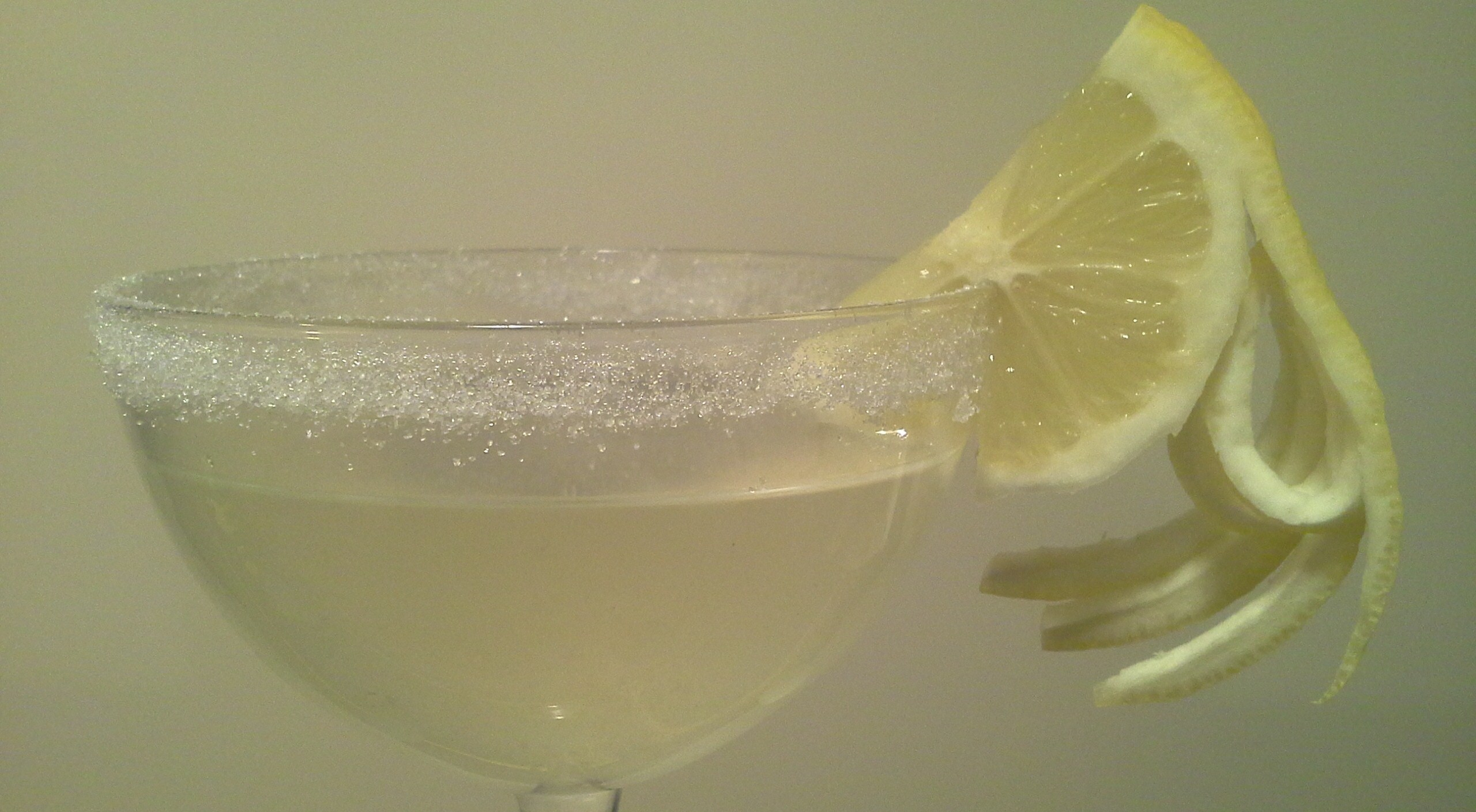 How to dress up your lemondrop martini with lemon garnishes