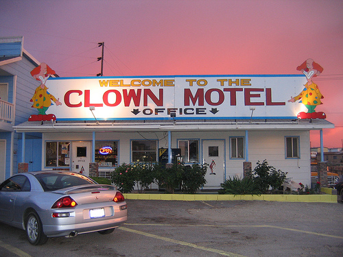 clown-motel-office