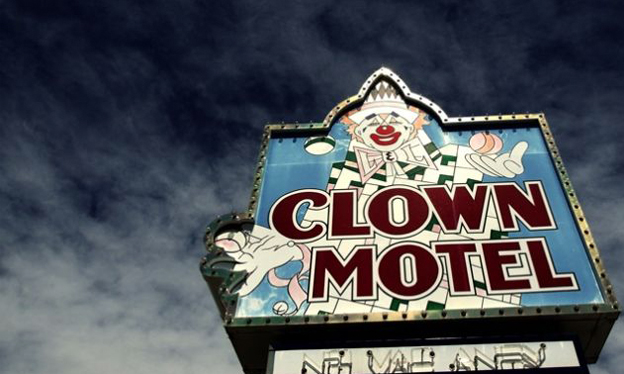 clown-motel-sign