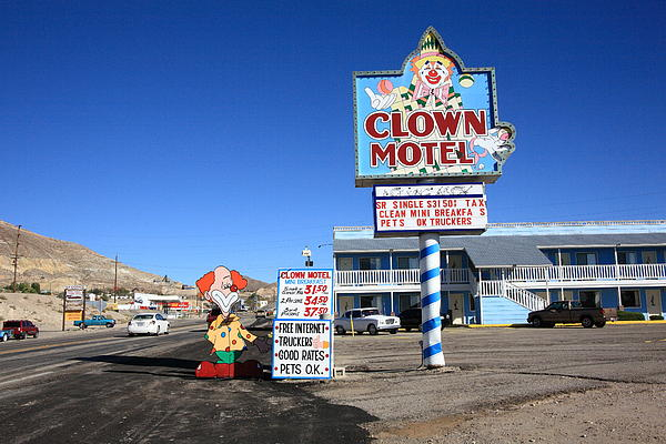 tonopah-nevada-clown-motel